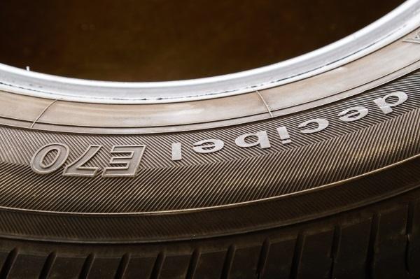 お買い得品 ヨコハマ DECIBEL E70 9部山弱 205/60R16 4本セット 送料 全国一律 宮城県名取市~_画像8