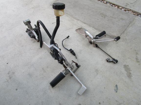 ヤマハXJR400R rh02Jステップ。ペダル、ブレーキ回り一式 ブレンボ(検索XJR4004HM)