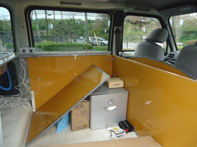 間仕切り板も着脱式で車内空間を最大限利用