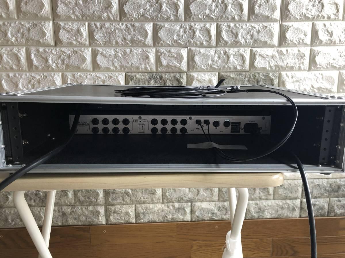 パワーディストリビューター FURMAN M-8X2 と デジタルイコライザー ALESIS DEQ830 ラックケース入り_画像5