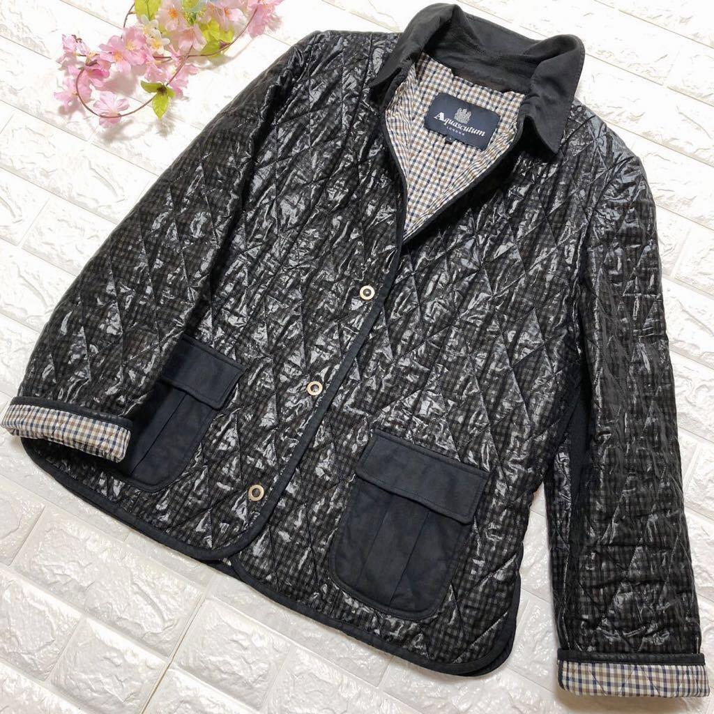 アクアスキュータムのジャケットコートです