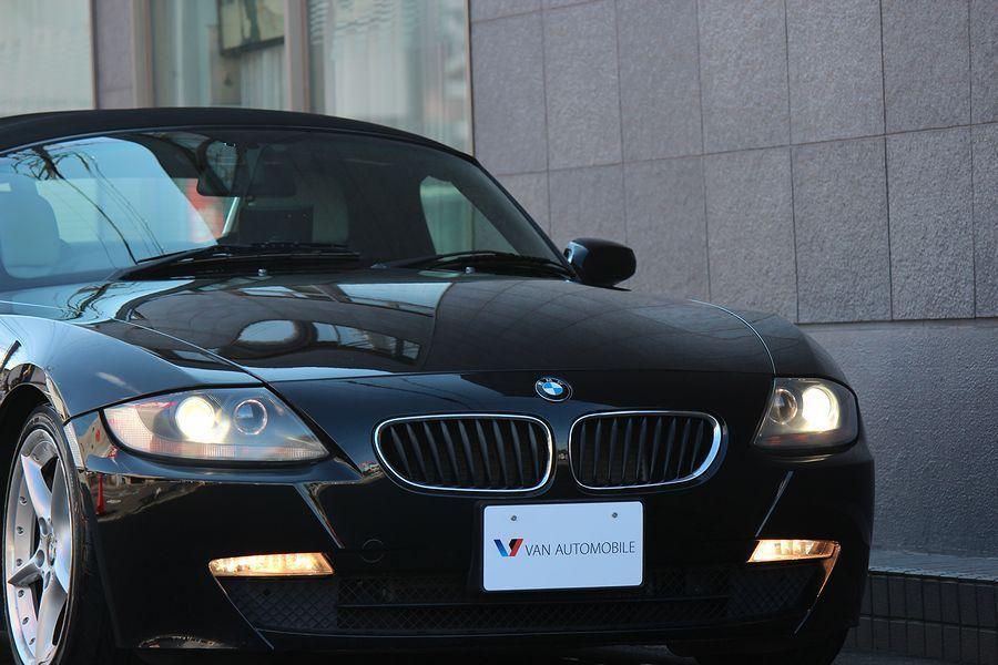 【電動オープン良好/後期型】E85/06y/BMW Z4 ロードスター2.5i/白レザー/18インチAW/外ナビ/TV/HID/6速AT/スペアキー/内外美車_ディスチャージライト・後期NEWフェイス