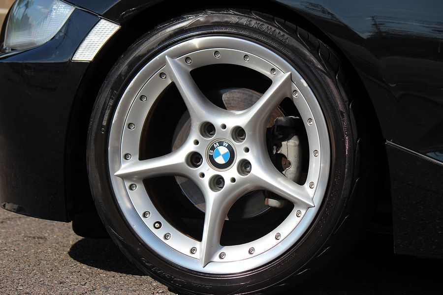 【電動オープン良好/後期型】E85/06y/BMW Z4 ロードスター2.5i/白レザー/18インチAW/外ナビ/TV/HID/6速AT/スペアキー/内外美車_18インチアロイホイール・現車確認大歓迎