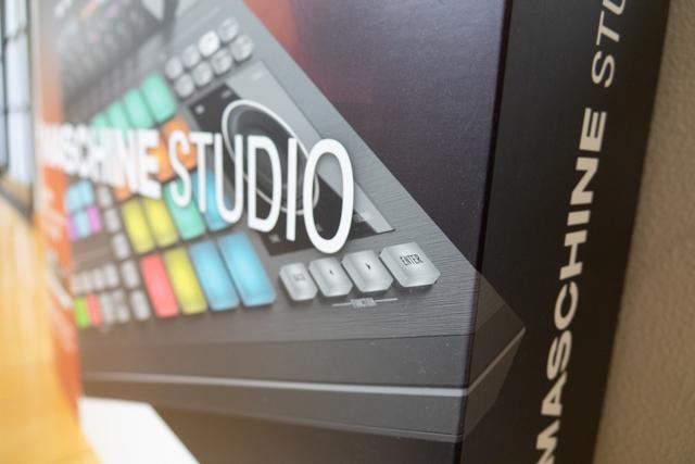 【1円~】【美品】Native Instruments MASCHINE STUDIO + 4 Expansions(拡張音源)【元箱あり、完品】_画像10