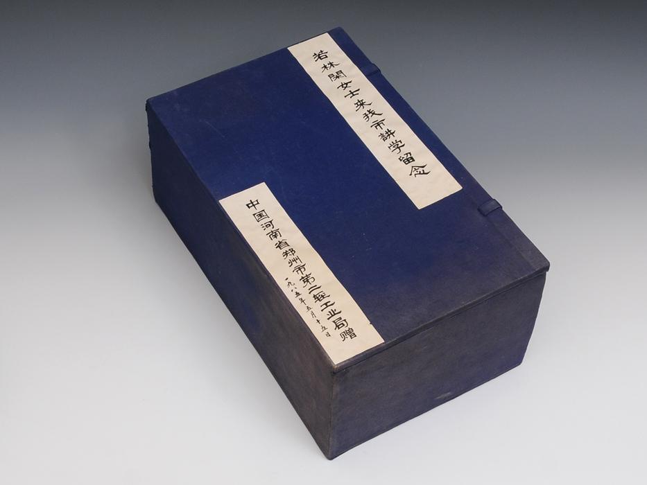 中国美術 玉製 獣耳遊環 三つ足香炉 重:568g 翡翠 白玉 古玩 唐物 香道 台付 布箱付き 美品 その他  b4895s_画像4