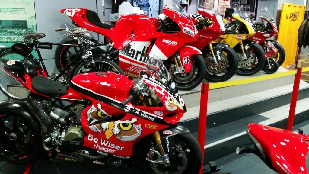 ラスト! 正規品 【Be Wiser DUCATI】 British Super Bike PBM Ducati オフィシャル ポロシャツ 【L】 本物(検:motoGP Ducati Racing )_画像5