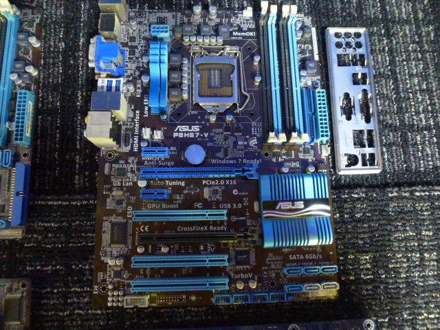送料無料 自作PCセット P8H67-V/P7HP55D-M/他2枚 RADEON HD5870 2台 GTX470 グラボ5枚//1TB HDD 4台/電源ユニット/ジャンクにて_画像4