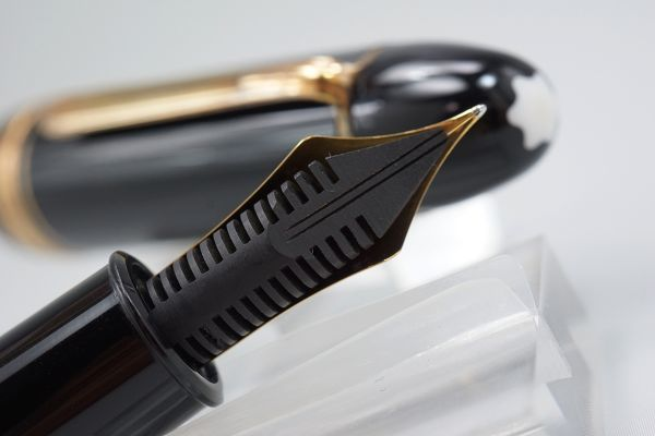 【たぶん未使用・極上】1960s ヴィンテージ モンブラン 149 M 18c 帯 中金 エボナイトペン芯 縦溝 なで肩 万年筆 本物保証_画像6