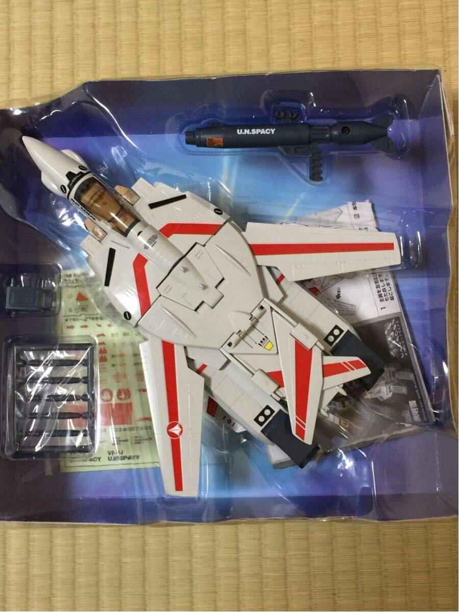 バンダイ 1/55 超時空要塞マクロス バルキリー VF-1J 一条 輝専用タイプ タカトクトイス_画像3