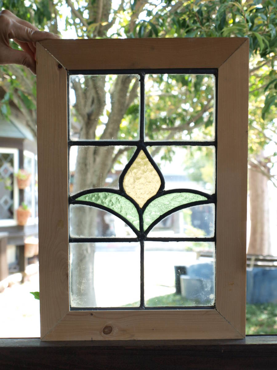 ■可愛い黄色のつぼみ アンティークステンドグラス01 花柄 英国 イギリス 窓 ドア 建具 内装に■送料無料_画像2