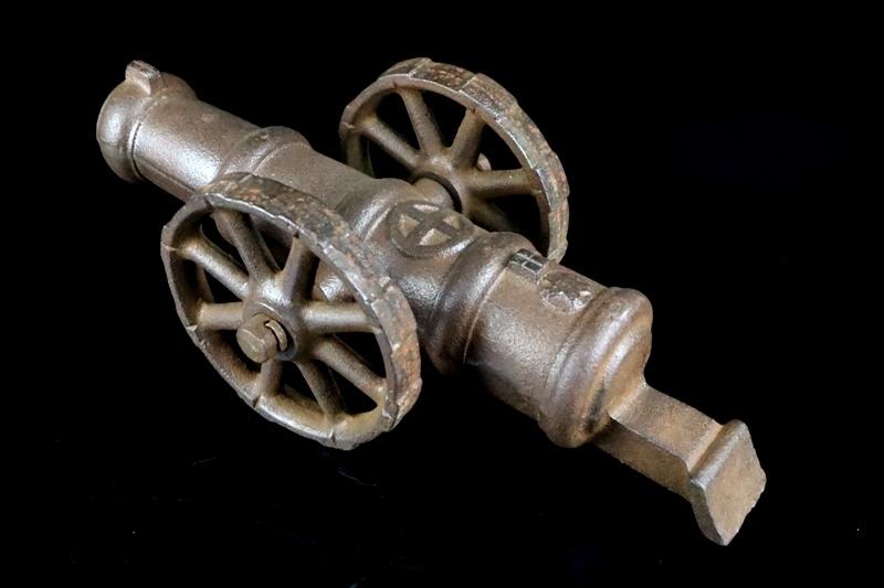 鉄製大型 大砲 丸に十字 薩摩島津紋 4.5kg 車輪付砲台 コレクター放出品