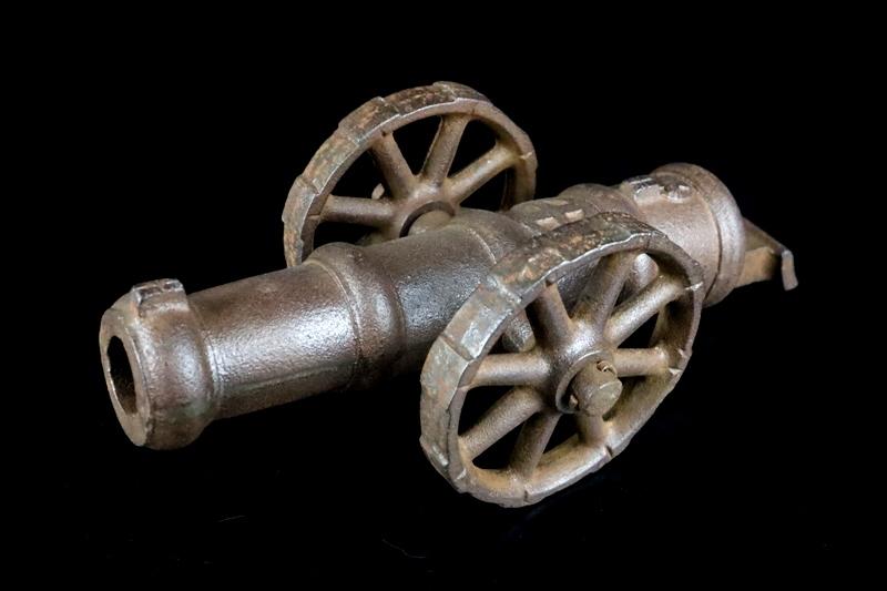鉄製大型 大砲 丸に十字 薩摩島津紋 4.5kg 車輪付砲台 コレクター放出品_画像2