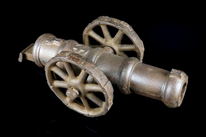鉄製大型 大砲 丸に十字 薩摩島津紋 4.5kg 車輪付砲台 コレクター放出品_画像3