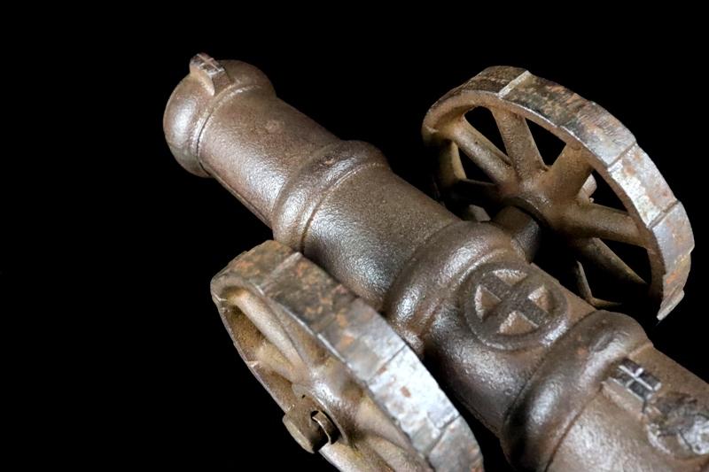 鉄製大型 大砲 丸に十字 薩摩島津紋 4.5kg 車輪付砲台 コレクター放出品_画像9