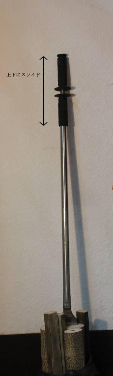 【キャンプの必需品】薪割り機 手動 安全 キャンプ 薪割りチョッパー エフェクト_グリップを握り 上下にスライドさせます