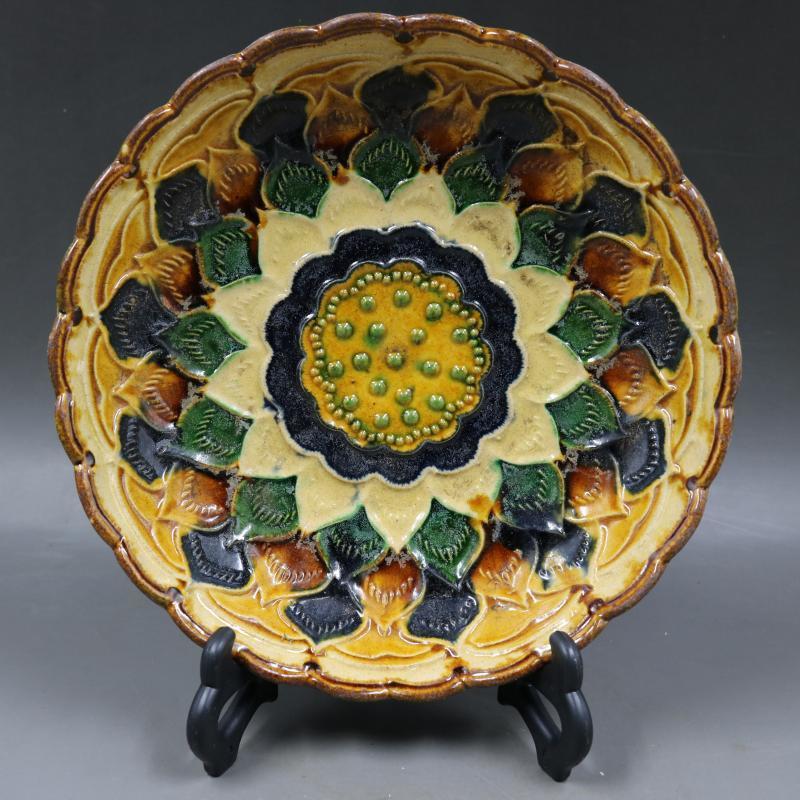 中国古董品 唐三彩 彫刻 黄色の蕊 蓮の花 葵の口皿 置物 賞物 J89