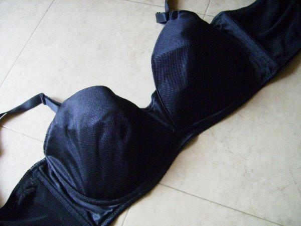 【せ3】コンパクト メイク ブラ E95  ブラック