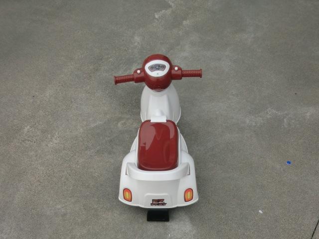 アウトレット★室内可★ 足けり スクーター 子供 乗用 玩具 レトロ オールド バイク 乗物