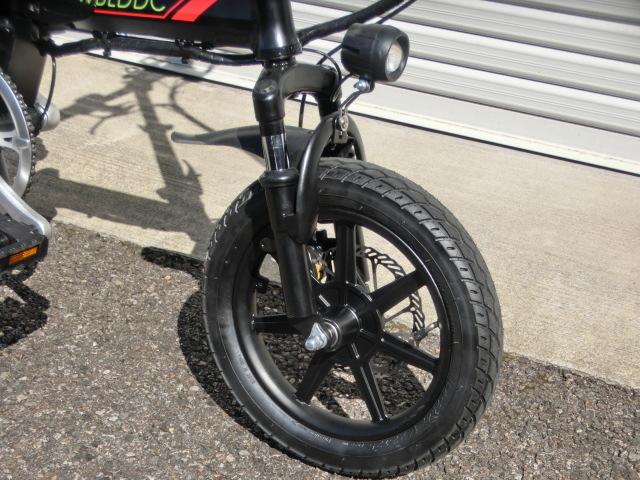 ①スタ 売り切り  アクセル付き 14インチ折り畳み電動自転車 試乗展示車 黒 _画像2
