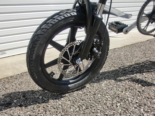 ①スタ 売り切り  アクセル付き 14インチ折り畳み電動自転車 試乗展示車 黒 _画像4