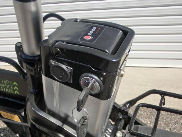 ①スタ 売り切り  アクセル付き 14インチ折り畳み電動自転車 試乗展示車 黒 _画像6