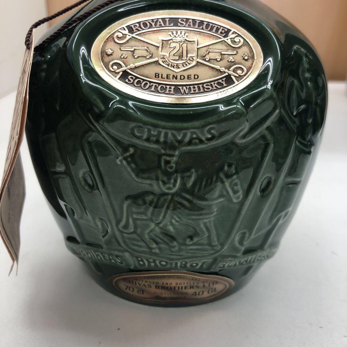 【未開封】CHIVAS BROTHERS ROYAL SALUTE 陶器ボトル1307g 700ml 40%/CHIVAS REGAL 12年 750ml 43% 計2本 外箱付き_画像2