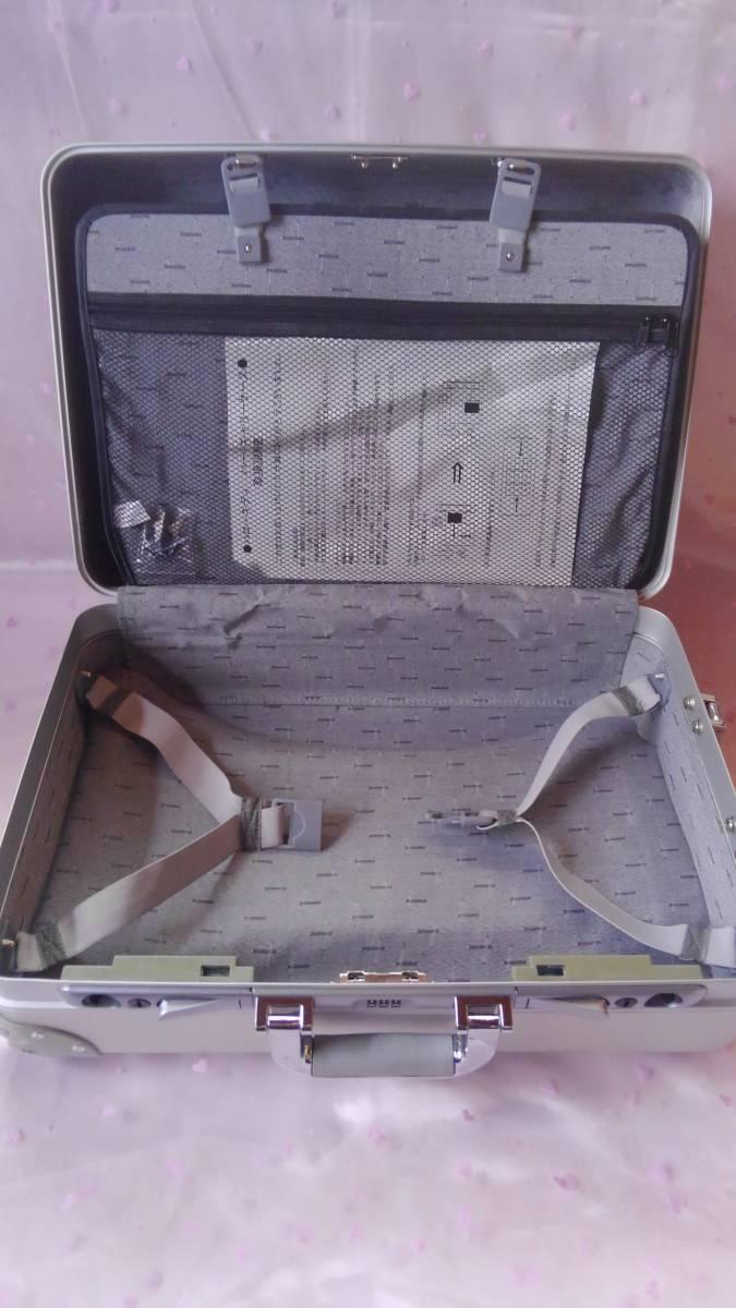 ◆サンリオ ハローキティ ハードキャリーケース 未使用◆_画像8