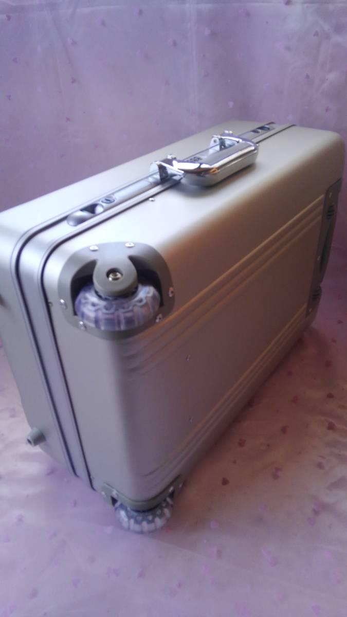 ◆サンリオ ハローキティ ハードキャリーケース 未使用◆_画像5