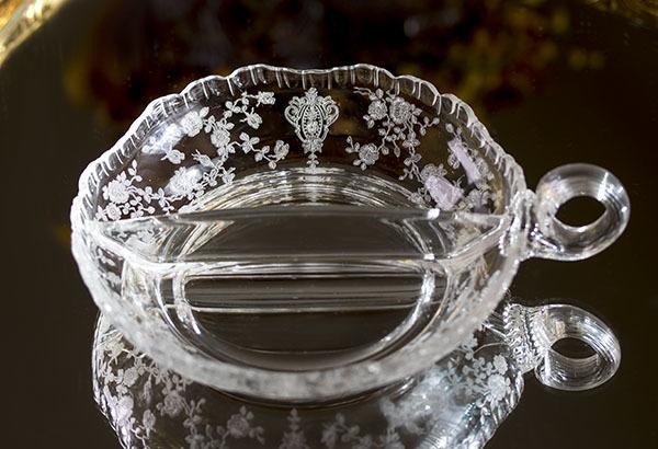 ケンブリッジグラス ローズポイント 薔薇 エッチング 仕切り付き ナッピーボウル キャンディディッシュ アンティーク バラ フラワー