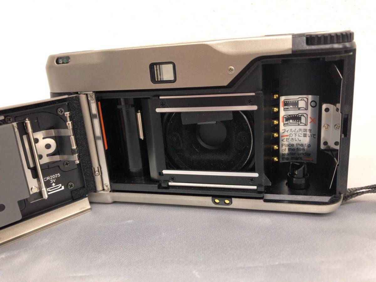 コンタックス CONTAX T2 Carl Zeiss Sonnar 38mm F2.8 T* コンパクトフィルムカメラ ストラップ・収納ケース付き【中古・現状品】_画像5