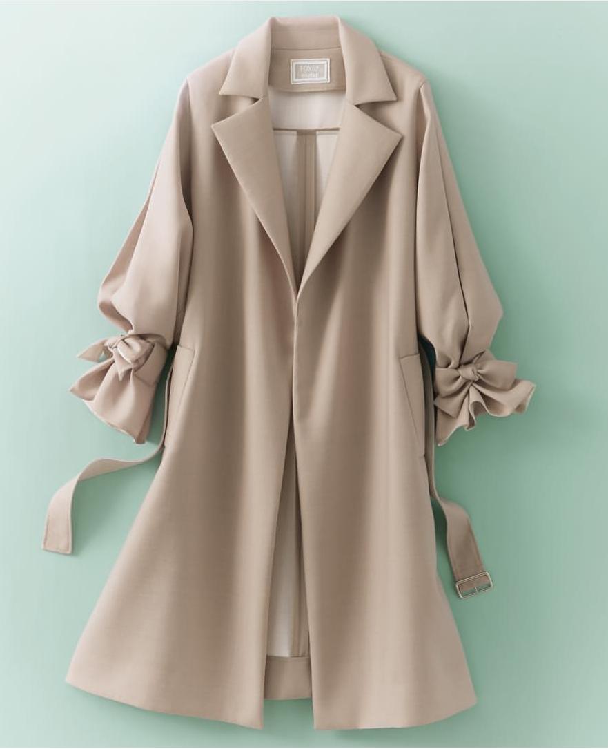 FOXEY 42【Coat Sleeve Conscious】2018年DM掲載25ansブレンダさん着 軽く羽織るだけで絵になる袖コンシャスな春のコート ワンピースに