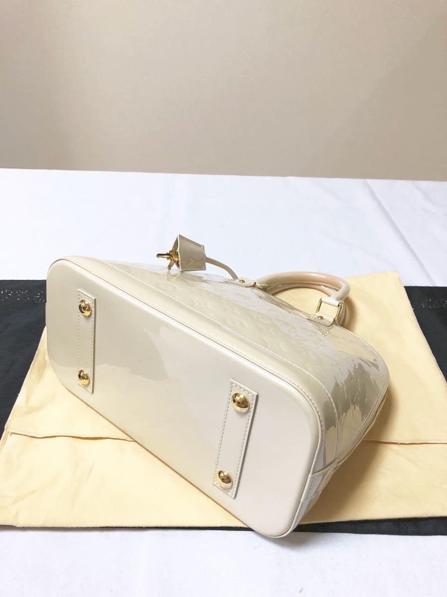 極上美品 ルイヴィトン LOUIS VUITTON モノグラム ヴェルニ アルマ バッグ 箱 パドロック 鍵×2 クロシェット 等 付属_画像5