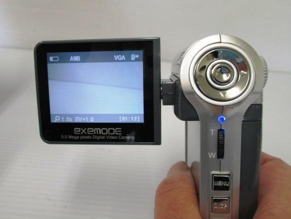 【美品!】 ★ EXEMODE / エグゼモード ★ デジタルムービーカメラ DV535 シルバー 箱・付属品あり_画像2