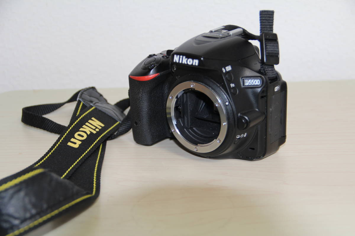 ニコン(NIKON) デジタル一眼レフカメラD5500 2416万画素,ダブル・ズームキット、ブラックボデイ、3.2型液晶タッチパネル、中古品_画像7