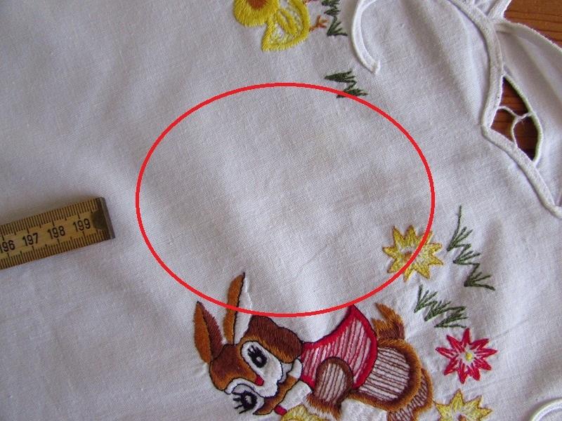 ドイツ イースターエッグを手に持ったウサギやヒヨコの刺繍 テーブルクロス (ヴィンテージ)_画像10