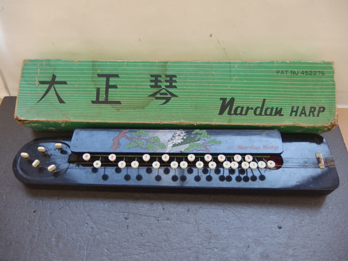 490287s【昭和レトロ 大正琴 NAGOYA HARP】全長66cm程/和楽器/中古品/ジャンク品/経年感強_画像1