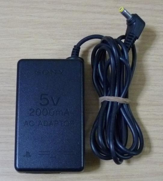 4139 SONY PSP用ACアダプタ 5V 2000mA PSP-100_画像1