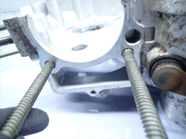 εM28-43 ヤマハ ドラッグスター400 VH01J (H14年式) 走行距離29851㌔ エンジン クランクケース 左側 破損無し!_画像4