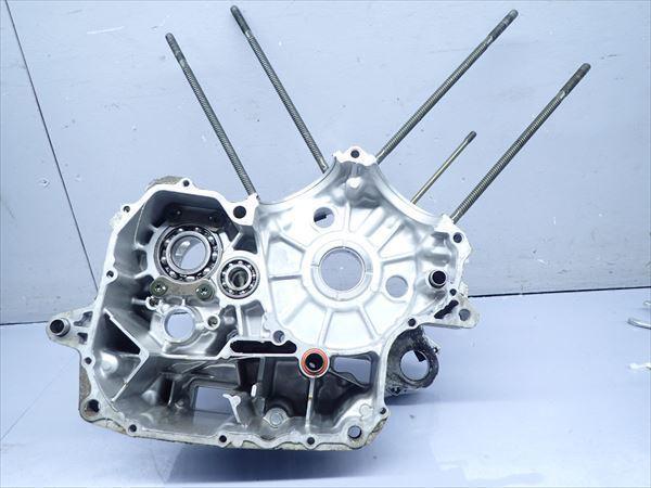 εM28-43 ヤマハ ドラッグスター400 VH01J (H14年式) 走行距離29851㌔ エンジン クランクケース 左側 破損無し!_画像1