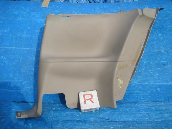 ④ 1FAF1P4 マスタング後期純正リアBピラー内装パネル(右)下!f01!!g0331