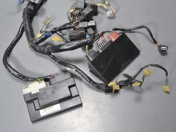 優良販 VFR800P RC49 本物白バイ 純正メインハーネス インジェクションコントローラー_画像3