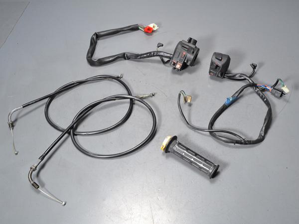 優良販 VFR800P RC49 本物白バイ 純正ハンドルスイッチ左右 アクセルワイヤー2本_画像1