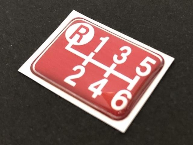 Tuningfan シフトパターン エンブレム レッド 左上R 6速MT車用 赤 SPE-R601 プレート 日本製 ZN6 ZZW30 DJLFS NDERC AE111 GTi R53 R56 JCW_画像4