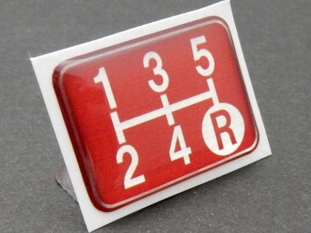 Tuningfan シフトパターン エンブレム レッド 5速MT車用 赤 SPE-R501 プレート 日本製 JZX100 CT9A L880K ZC31S JB23W BCNR33 NA2 PP1 S14_画像2