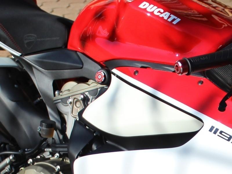 【国内在庫】DUCABIKE ドゥカバイク フレームプラグ 899 / 1199 PANIGALE (黒)_※こちらの写真は色違い製品の装着例です。