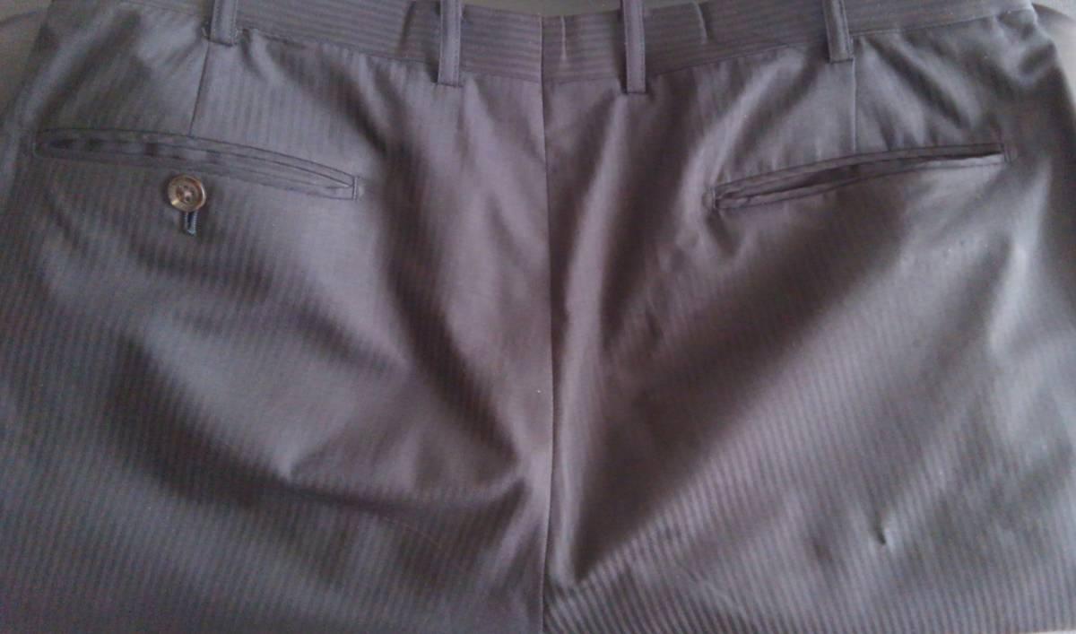 現品:右ポケット部に若干の穴あきあり