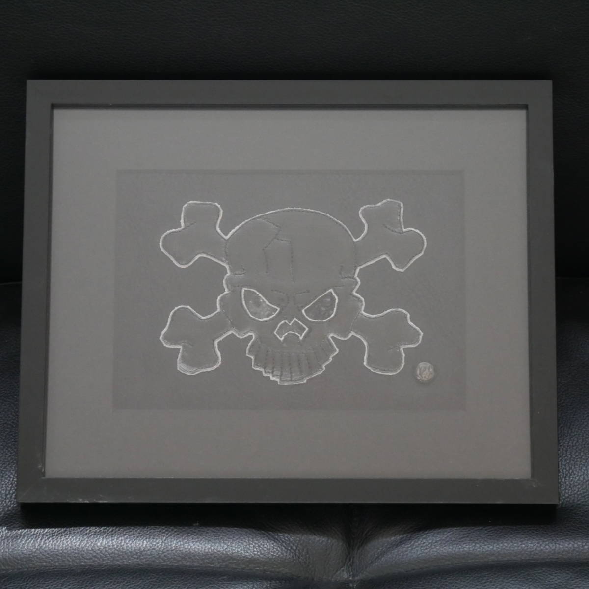 """【新品】TRAVIS WALKER トラヴィスワーカー レザーアート """"THE BLACK FLAG 05"""" 1OF1 限定 10 2005年 サイン入り 額装品 オマケ多数付_画像2"""