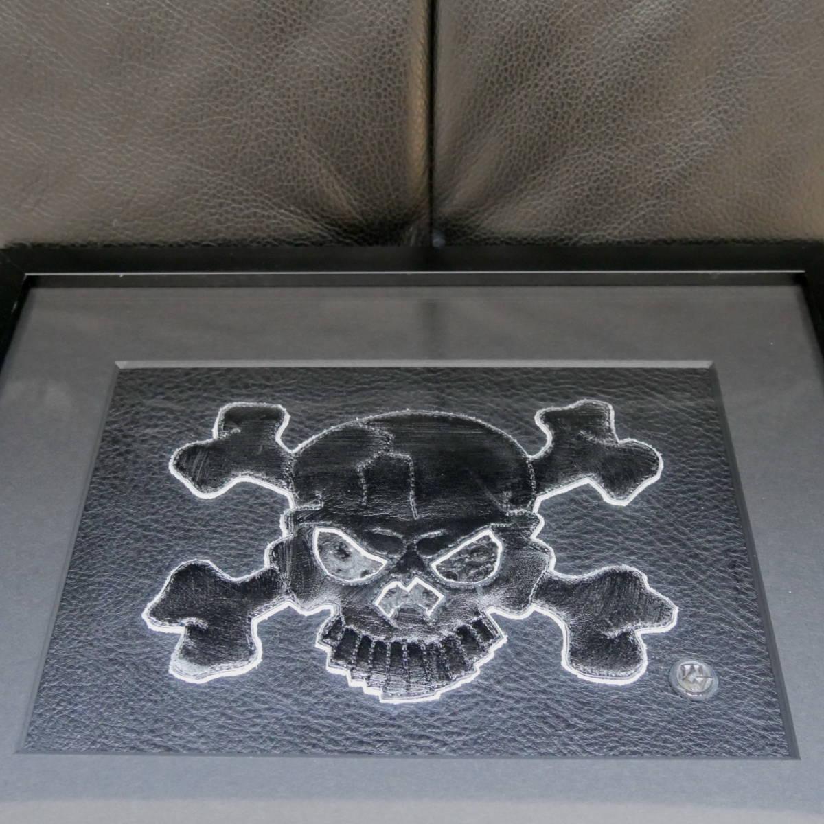 """【新品】TRAVIS WALKER トラヴィスワーカー レザーアート """"THE BLACK FLAG 05"""" 1OF1 限定 10 2005年 サイン入り 額装品 オマケ多数付"""