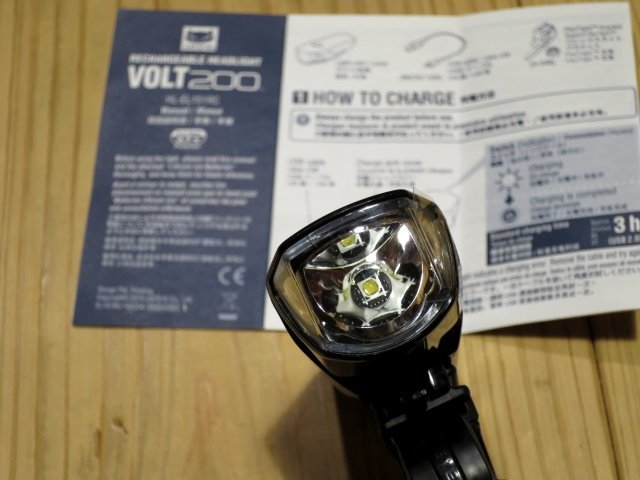 ★CAT EYE キャットアイ VOLT200; USB充電 自転車用ライト フロントヘッドライト 100円スタート_画像4