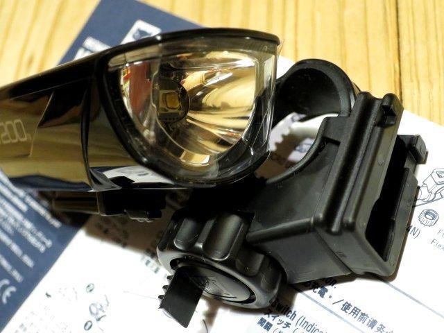 ★CAT EYE キャットアイ VOLT200; USB充電 自転車用ライト フロントヘッドライト 100円スタート_画像8